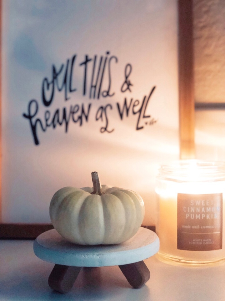 Simple fall decor(from Lauren Carter @laurennoelcarter and TheGuestRoom.blog)