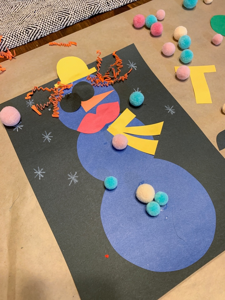 Easy toddler Christmas craft - build your own snowman with construction paper