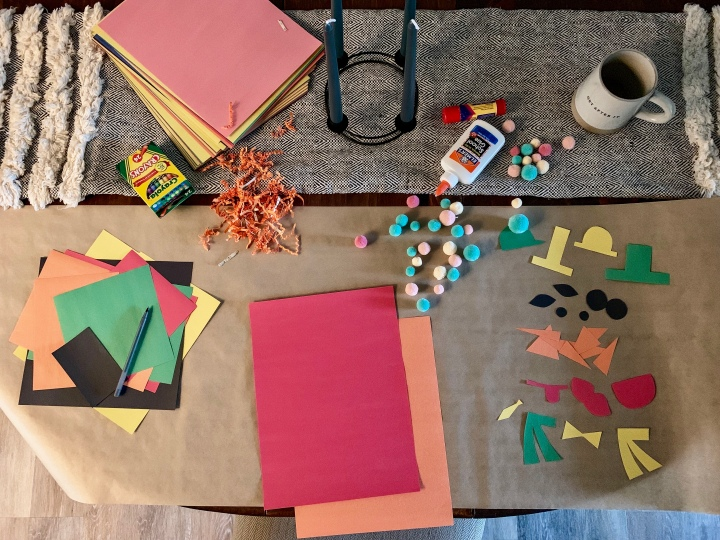 Easy toddler Christmas craft - Build your own paper snowman with construction paper